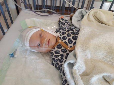Baby nach Herzkatheteruntersuchung