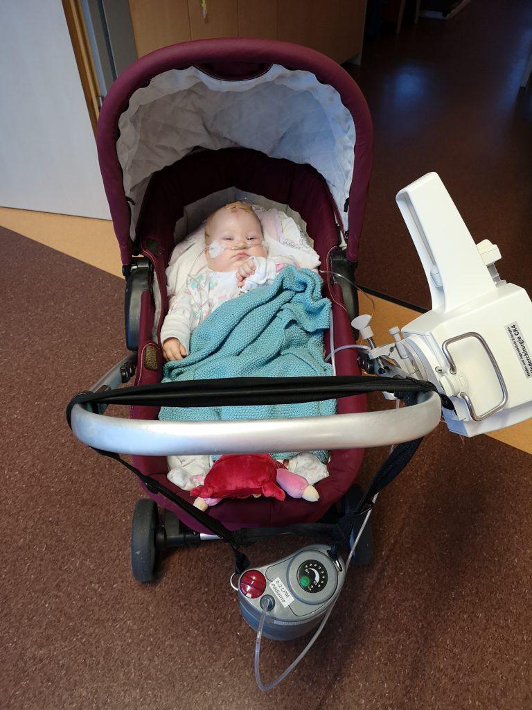 Kinderwagen mit mobilem Sauerstoff