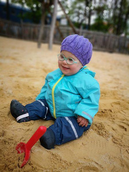 Bild: Ronja im Sandkasten