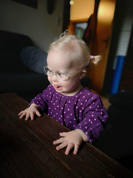 Kleinkind mit Down syndrom